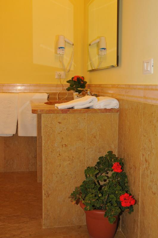 Bathroom - Residence Vico - Idro lake