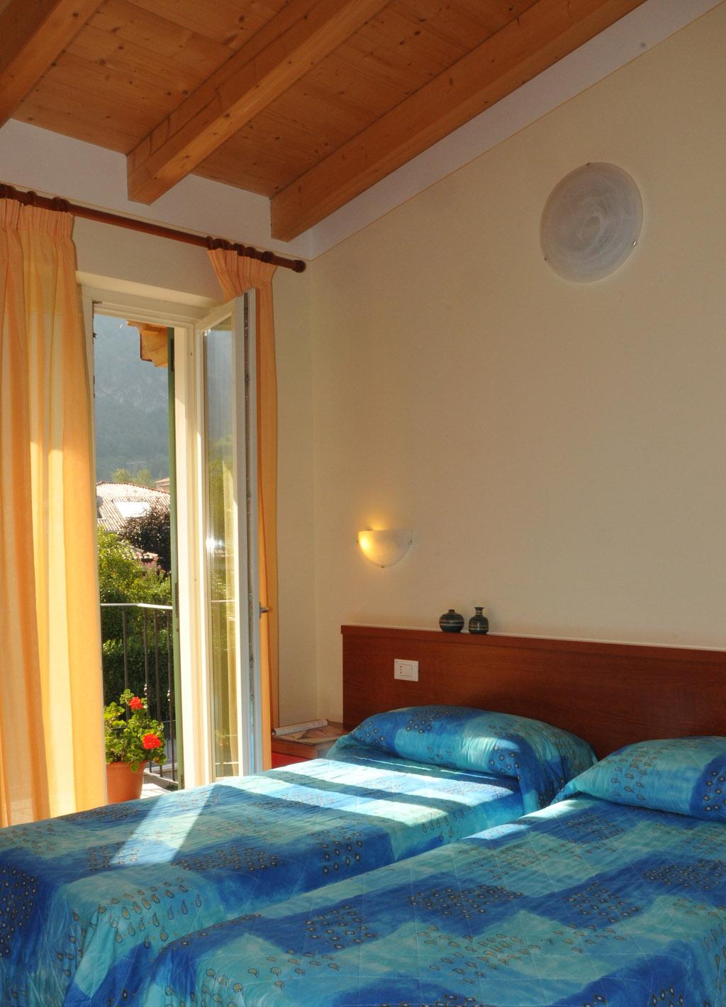 Slaapkamer met twee gescheiden bedden - Residence Vico - Idromeer